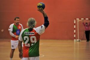 L'Handbol Berga planta cara al líder però no pot seguir el ritme (28-36)