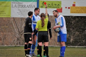 Tensió, polèmica i expulsions en la tercera derrota consecutiva (1-3)
