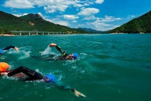 El Berguedà acull aquest juny una prova pionera al país que alterna la natació i la muntanya