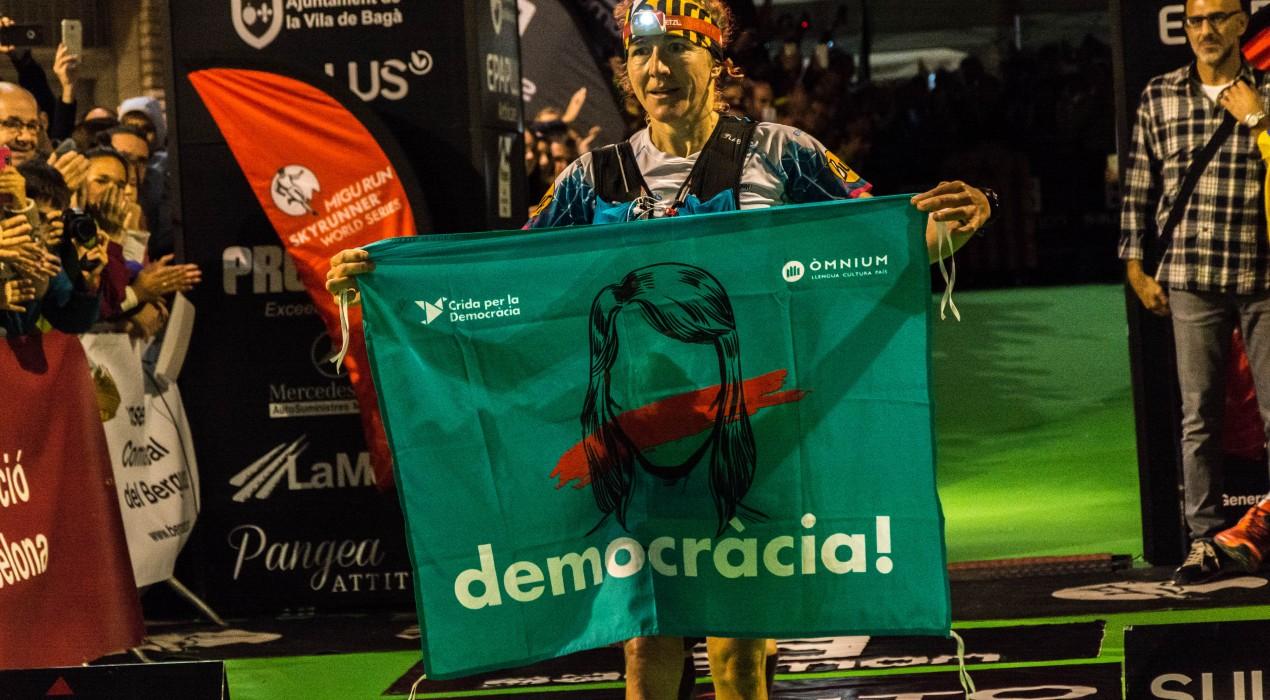 Núria Picas acaba en segon lloc l'Ultra Pirineu i fa ressonar Bagà amb un clam per la democràcia