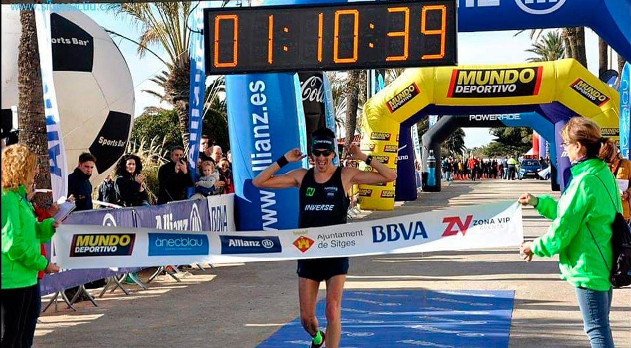 El berguedà Xavi Tomasa s'endú la Mitja Marató de Sitges i confirma un gran moment de forma