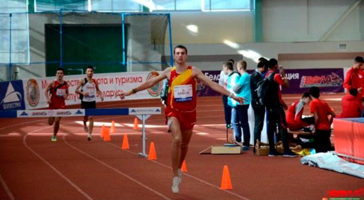 Un Toni Baños estratosfèric arrasa a Minsk i fa el rècord d'Espanya en els 2.000 metres obstacles