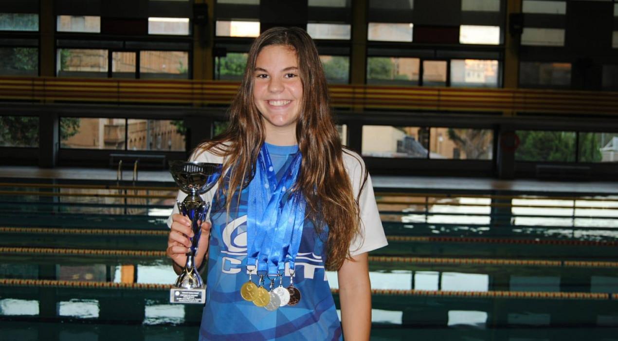 Repòquer de medalles per a la berguedana Àneu Ferrer als campionats de Catalunya de natació