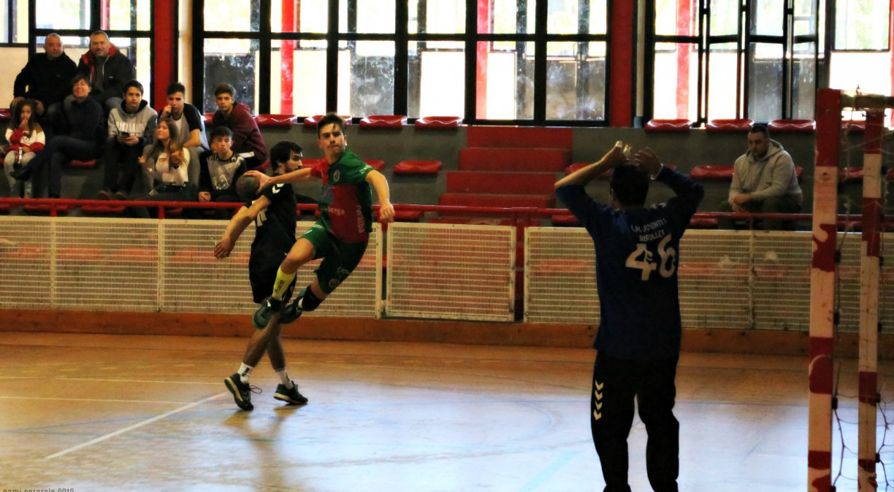 L'Handbol Berga pateix més del compte però es manté invicte (22-24)