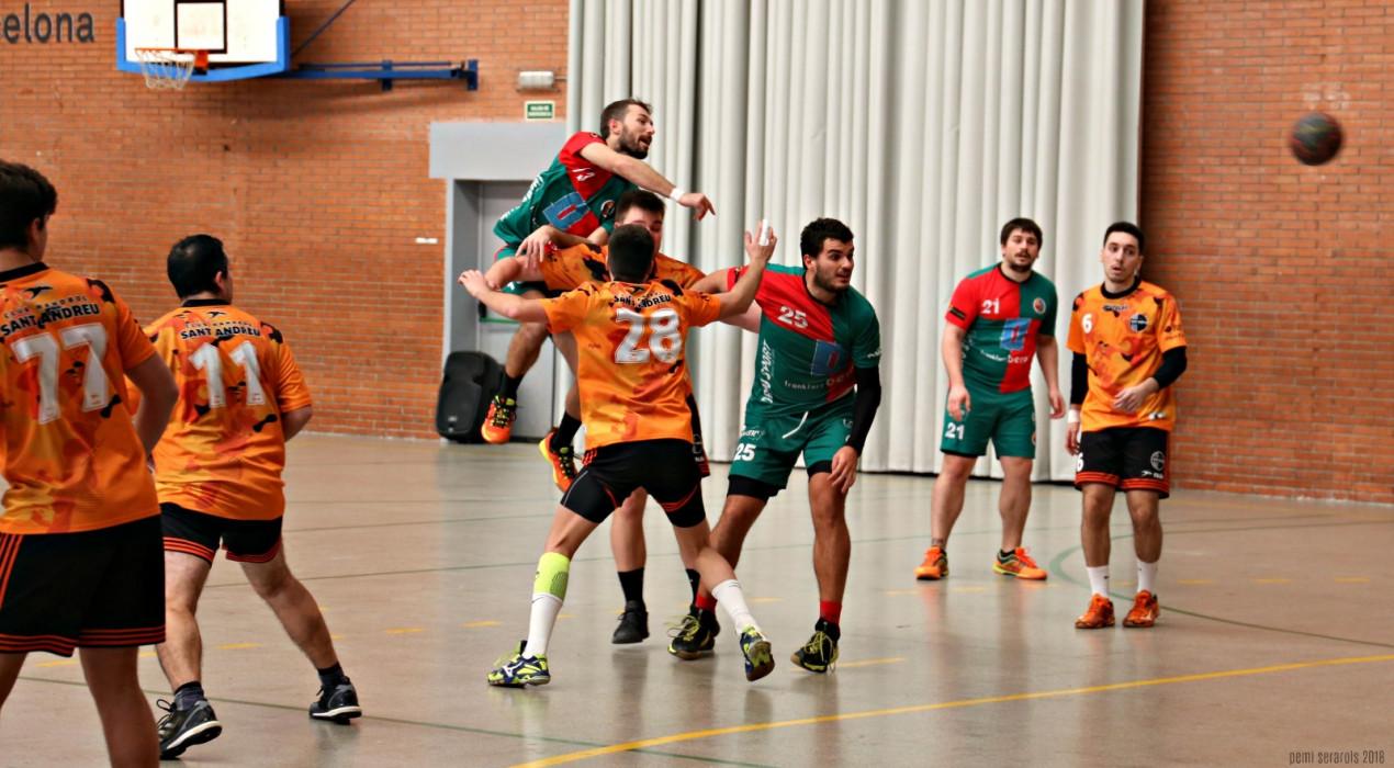 La tercera victòria ajustada consecutiva serveix a l'Handbol Berga per ser més líder (21-22)
