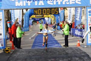 La berguedana Núria Cascante s'imposa amb autoritat als 10km de Sitges