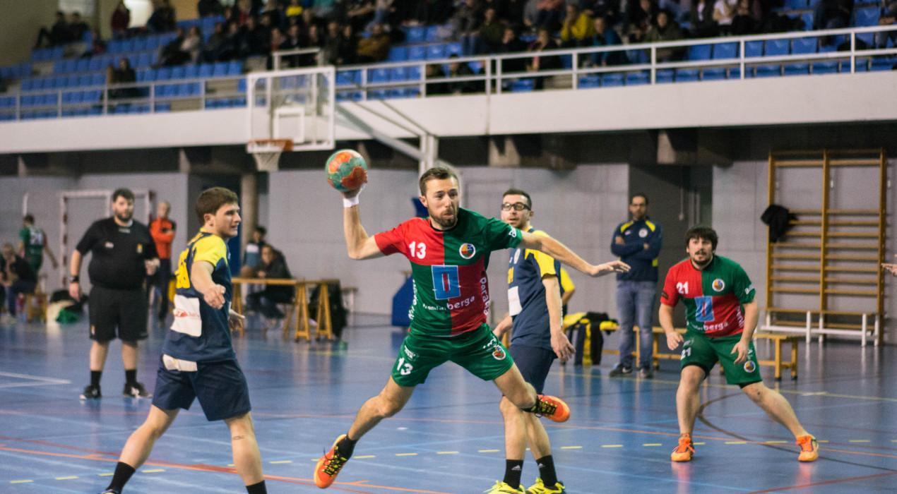 L'Handbol Berga es retroba amb la victòria i se situa a un pas de l'ascens (27-22)