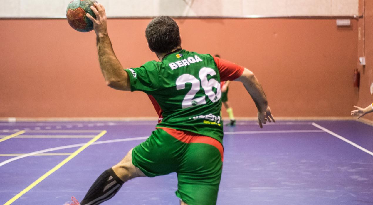 Partit de treball de l'Handbol Berga per seguir guanyant (22-27)