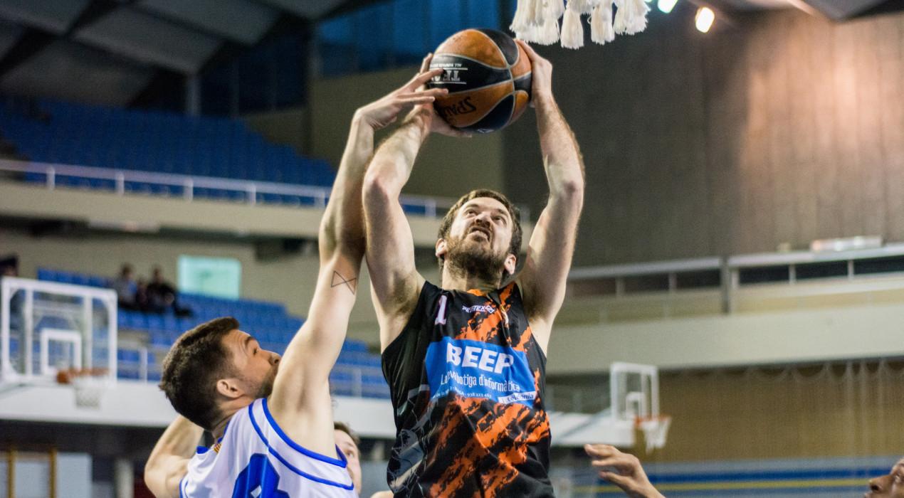 El Bàsquet Berga es reivindica derrotant al líder en el seu millor moment de la temporada (71-66)