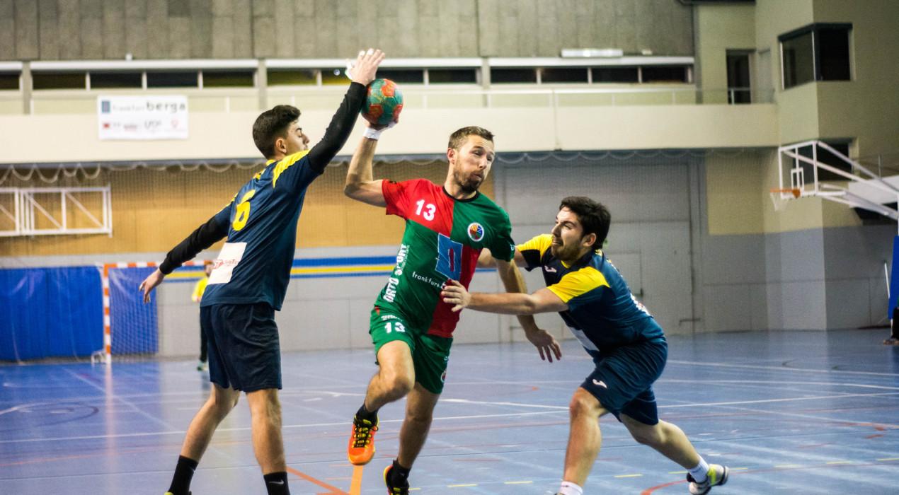 Àmplia victòria de l'Handbol Berga que haurà de certificar el primer lloc en la darrera jornada (28-22)