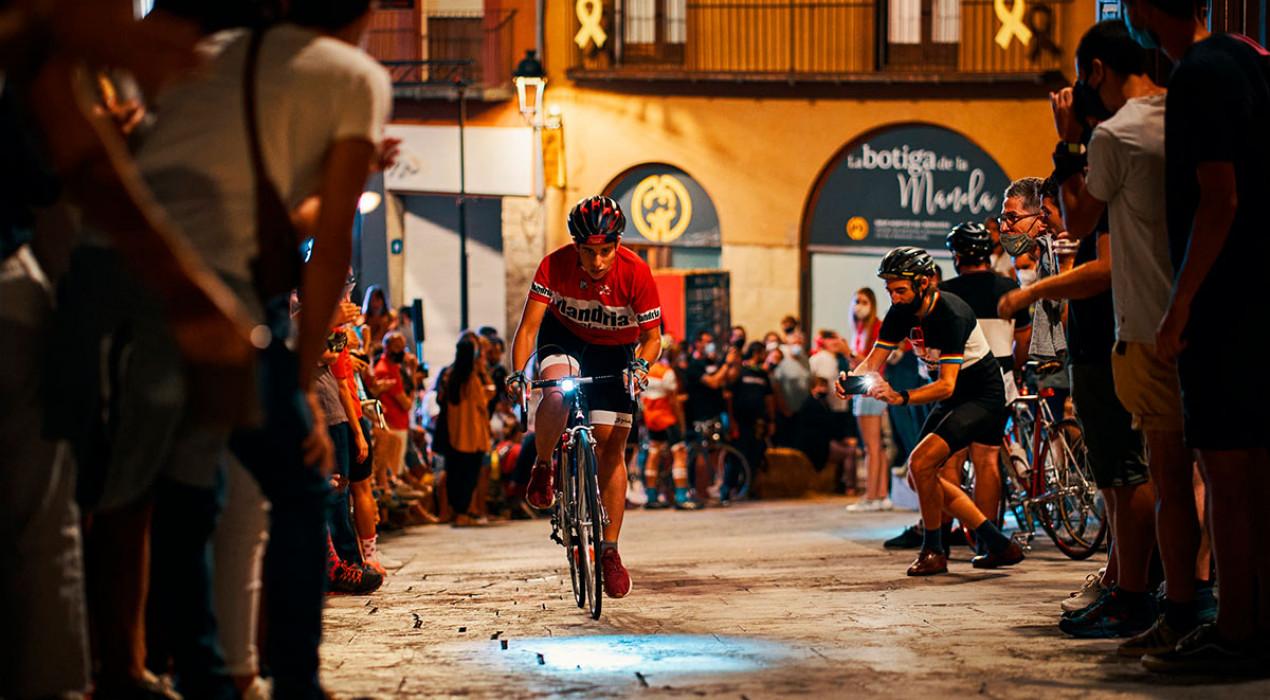 El barri vell de Berga s'impregna de ciclisme 'vintage' i bon ambient en una Portal Attack més que consolidada