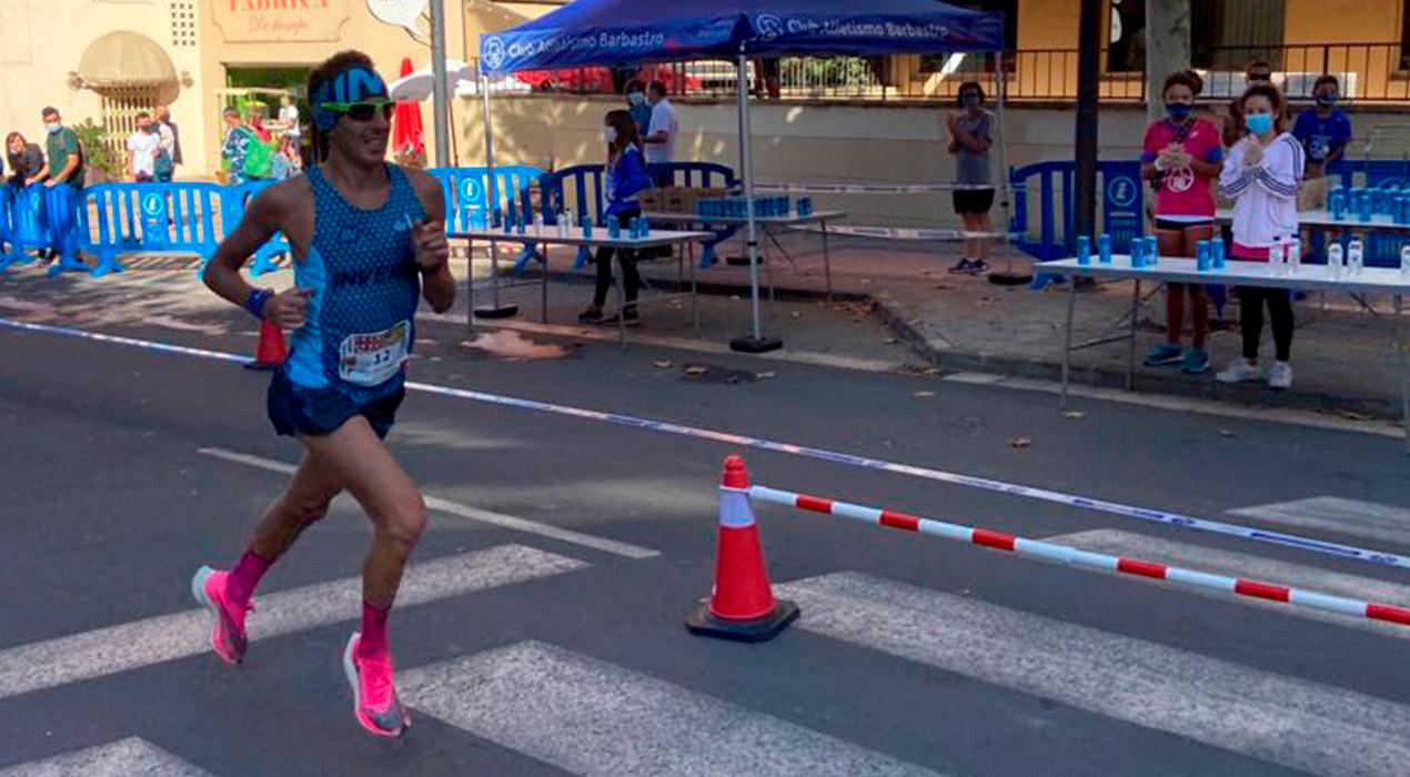 Xavi Tomasa rebaixa la seva marca personal i frega el podi a la Mitja Marató de Barbastre